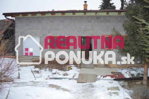 Predam 2 domy v Bučanoch + 1 pred rekonstrukciu spolu 3 nehnutelnosti