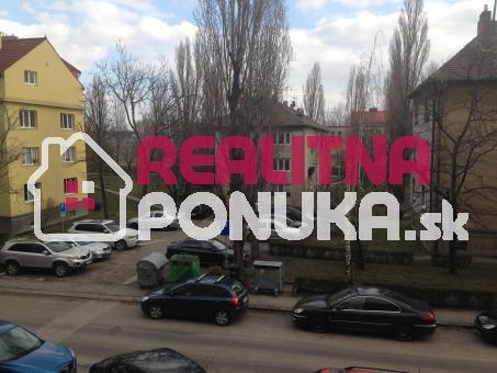 1 garsonka Ulica Kadnarova / Rača 395 € V.Ener.