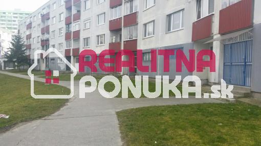 Hľadám 1 izbový byt v Petržalke pre 2 osoby do 450 €