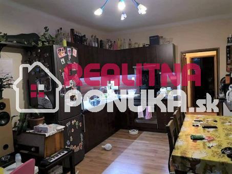 Predaj 3i bytu po rek. na Budovateľskej, Nivy